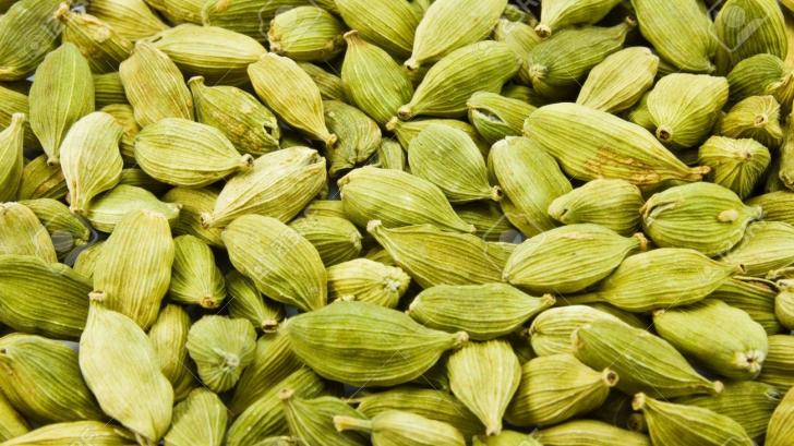 Acest condiment este aur pentru sănătate: Ce beneficii are cardamonul